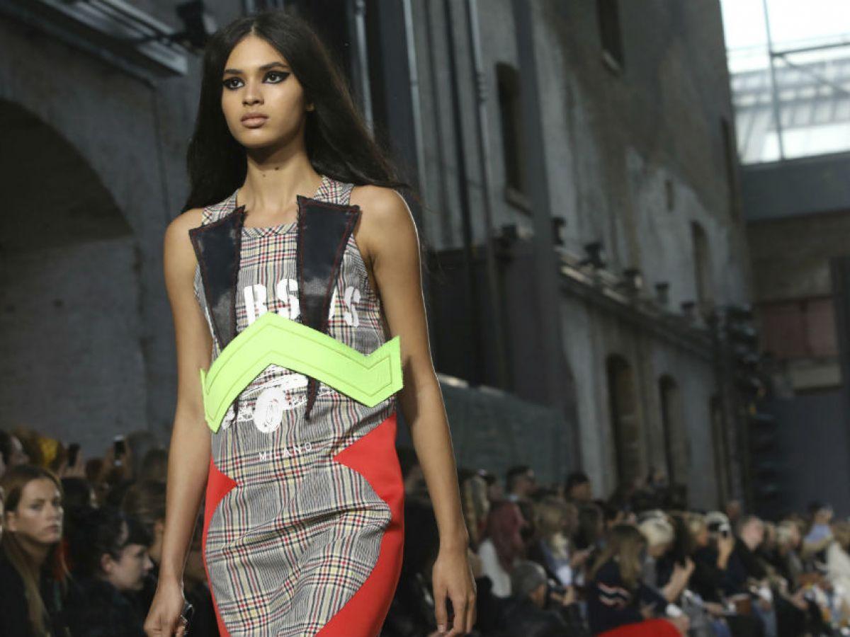 Models at london fashion week 61