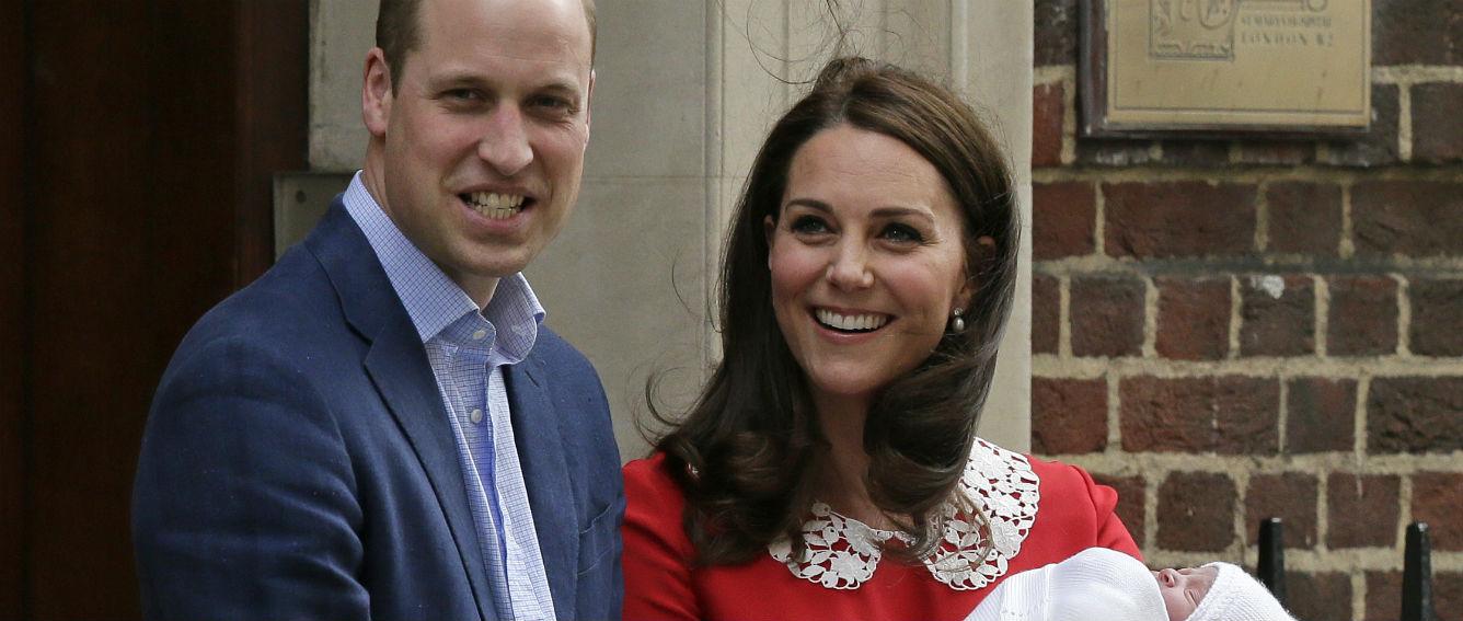 El príncipe William firma el certificado de nacimiento de su tercer ...