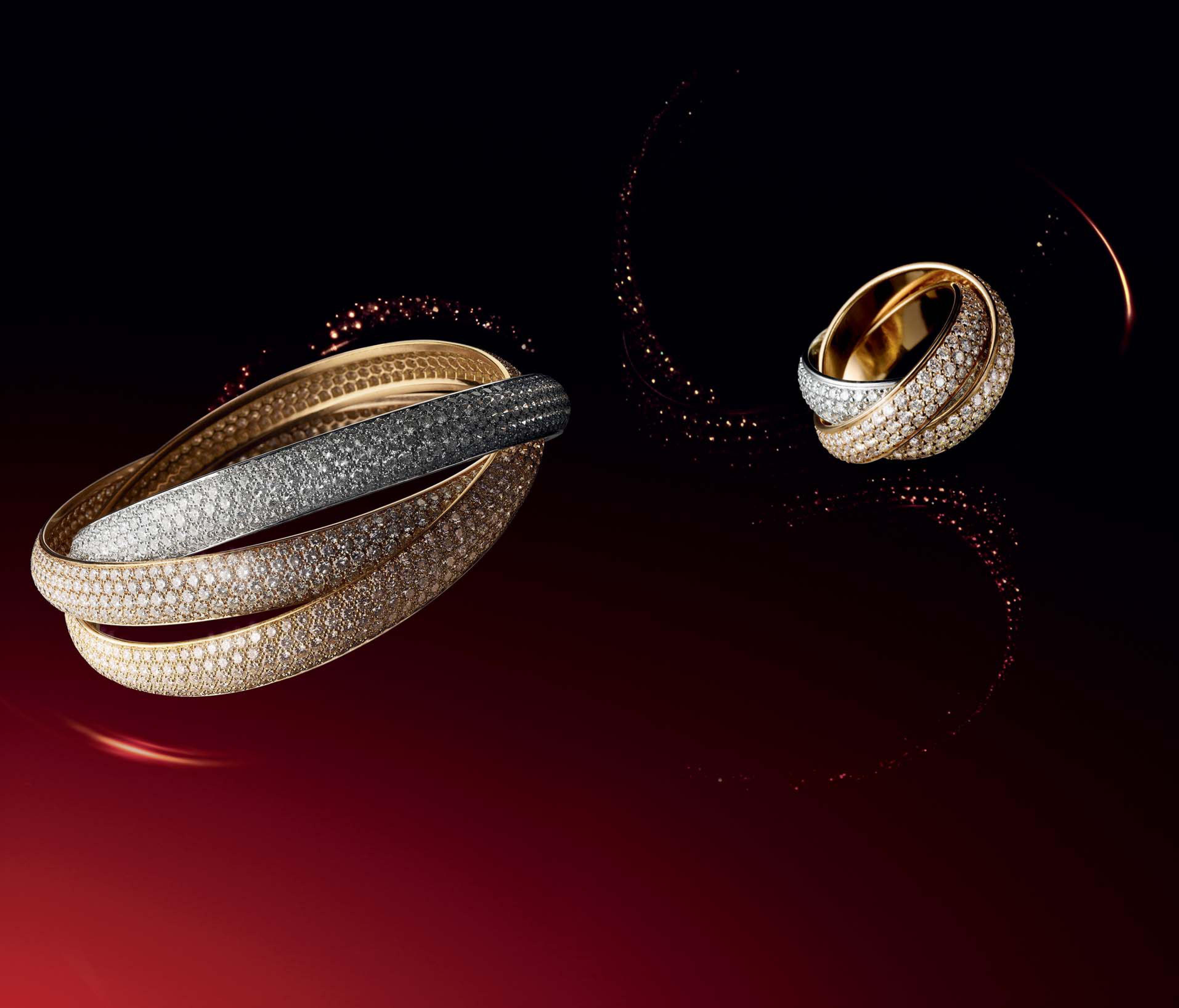 Brazalete Trinity y sortija Trinity XL, de Cartier. Oro rosa,  amarillo y blanco, entrelazados con diamantes; todo un símbolo de fidelidad, amistad y amor.