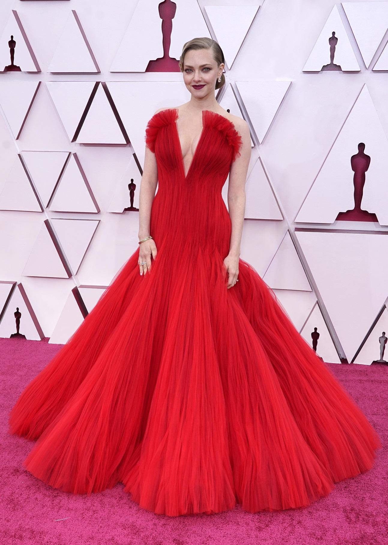 La actriz Amanda Seyfried en Armani Prive.  (AP)
