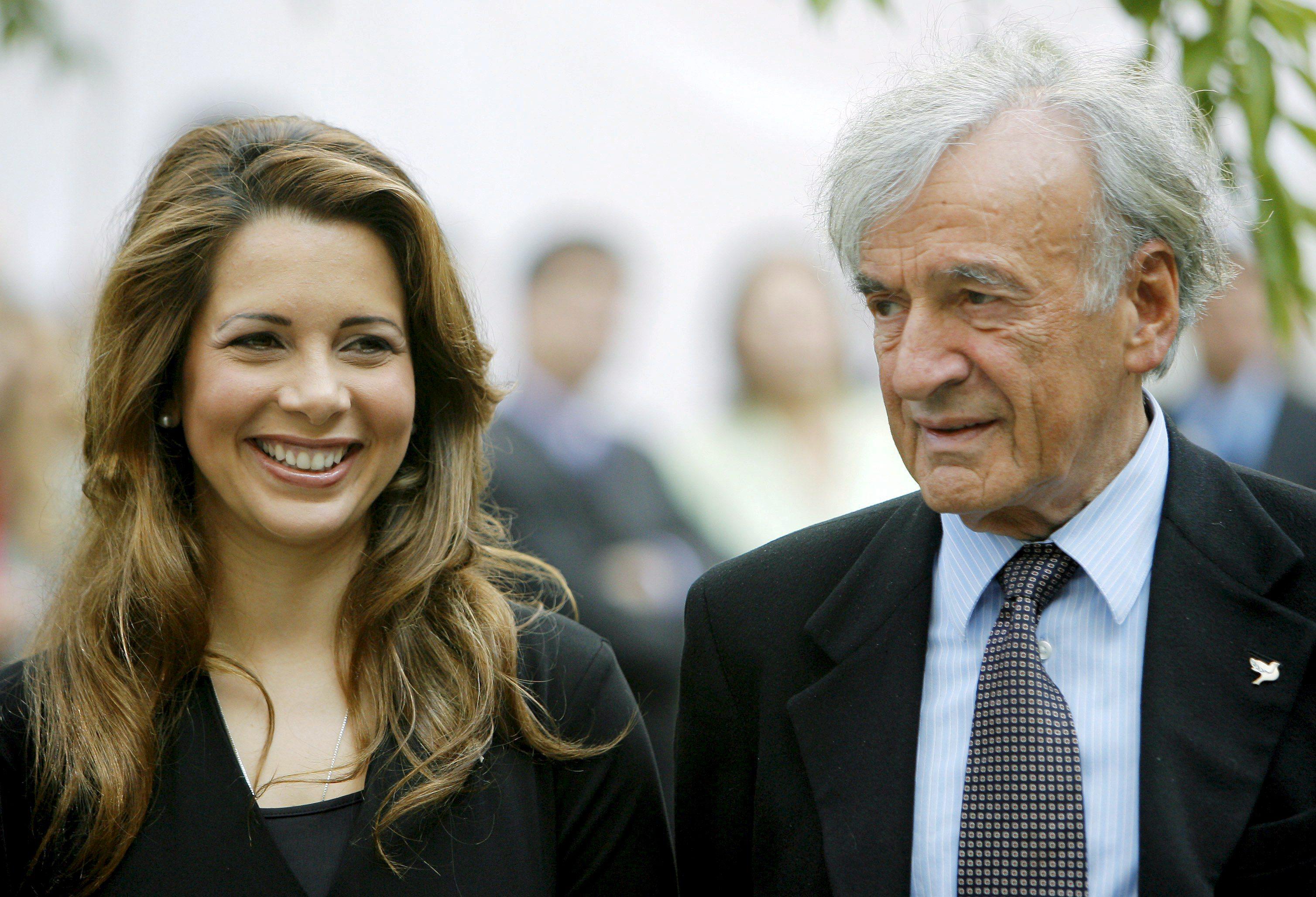 En 2007, junto al premio Nobel de la Paz Elie Weisel, durante la conmemoración en Nueva York del Día Internacional de la Paz. (Archivo)