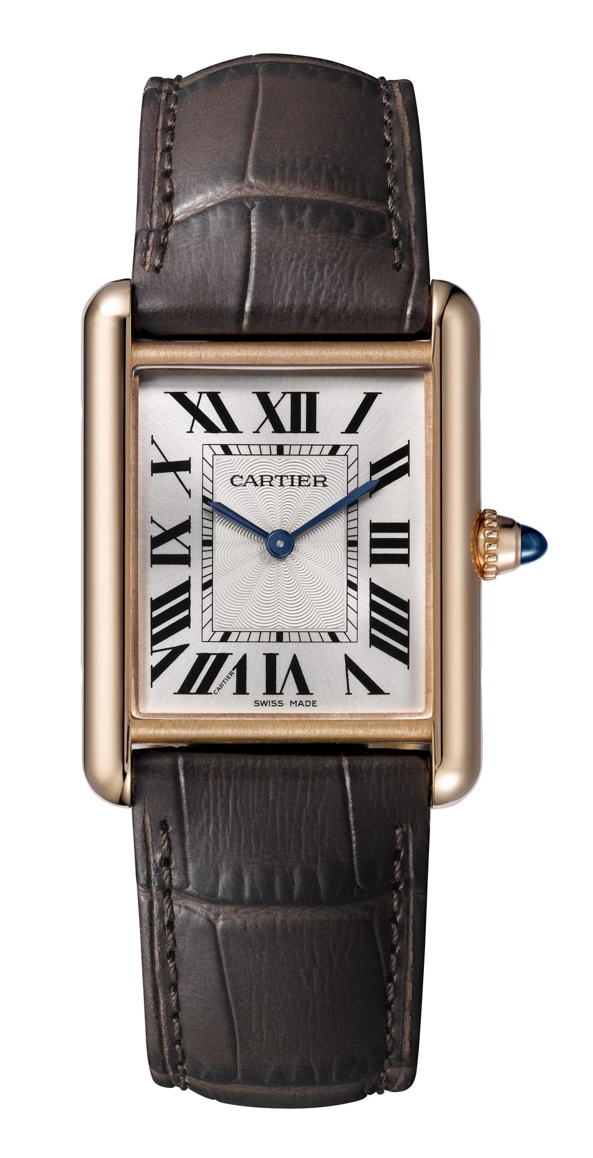Clásico reloj en oro con correa en piel. (Suministrada)