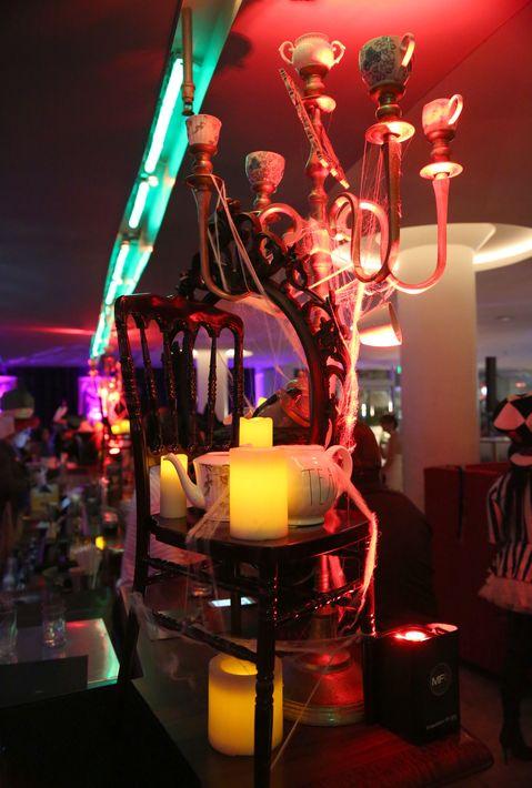 El menú de cocteles permitió a los asistentes degustar una variedad de sabores en las distintas creaciones tales como 'Alice Doom', una libación a base de vodka, lima y cerveza de jengibre de la casa; 'Rey de Corazones', con ron, naranja, limón, piña, calabaza y sirop de especias; y el refrescante 'Bloody Hatter', con ginebra, flor de Jamaica, tomillo y mejorana. Foto suministrada