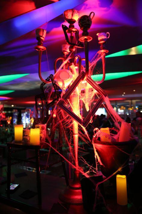 El hotel recreó el ambiente surrealista que caracteriza al legendario cuento, logrando así una noche llena de diversión, magia y color que se extendió hasta la madrugada. Foto suministrada