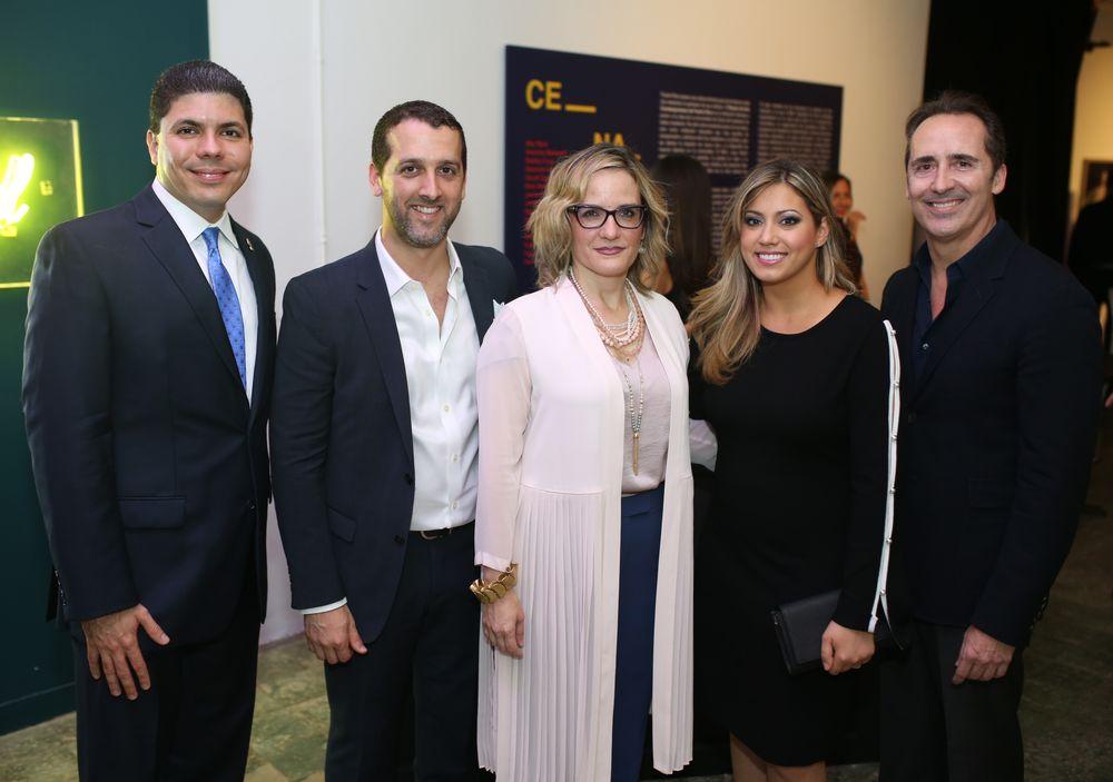 La primera dama de Puerto Rico, Beatriz Roselló, junto con Marianne Ramírez y un grupo de invitados. (Foto: José R. Pérez Centeno)