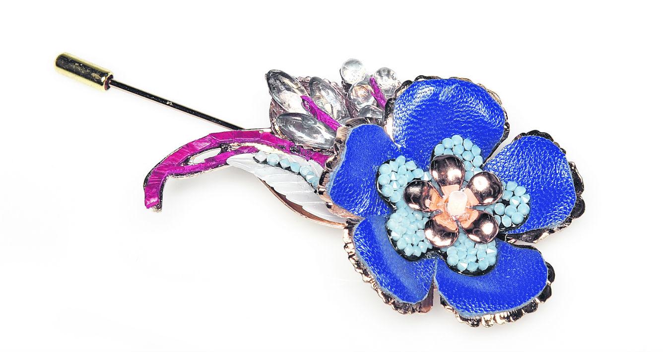 Prendedor en forma de flor de D'Royal Bride. (andre.kang@gfrmedia.com)