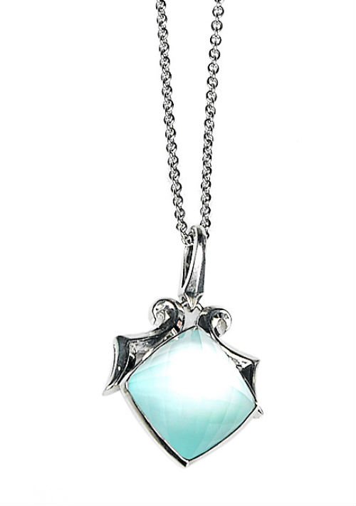 Collar plata con piedra azul de Reinhold. (andre.kang@gfrmedia.com)
