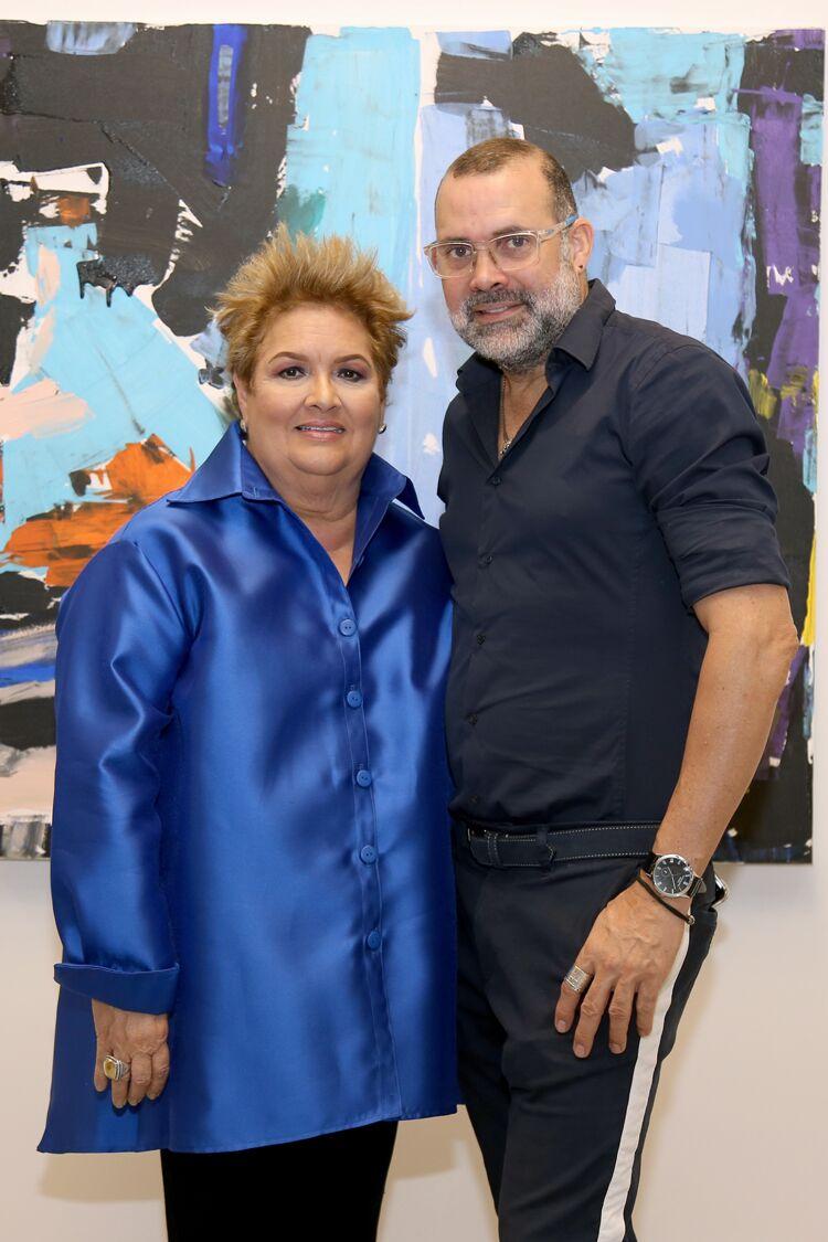 La directora de la galería, Sylvia Villafañe y el diseñador  David Antonio. (Suministrada)