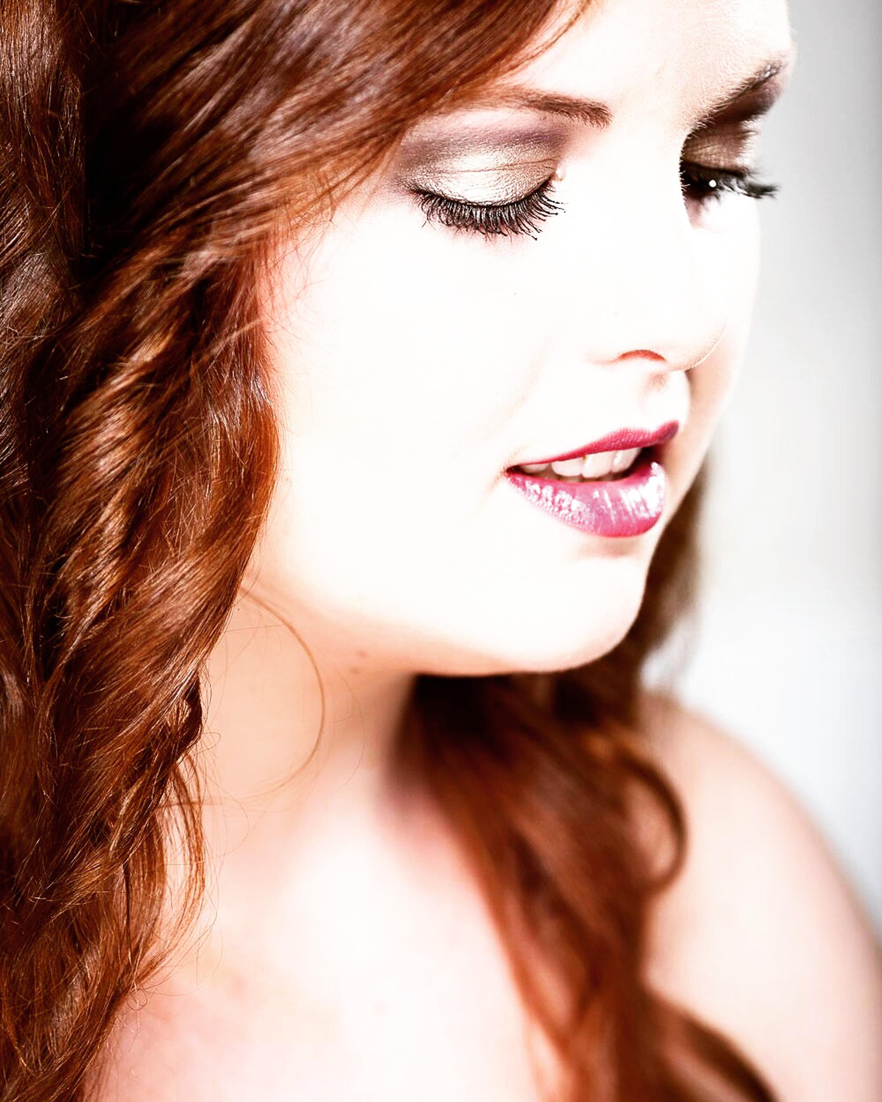 La modelo Mari Paz Muñoz en una sesión de maquillaje. EFE