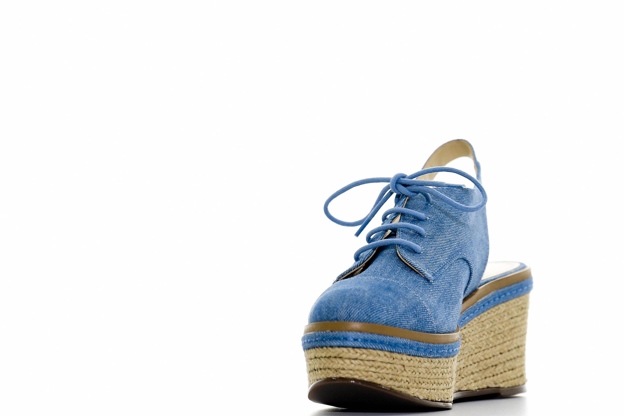 Zapato de cordones y plataforma, de Galería. (André Kang)