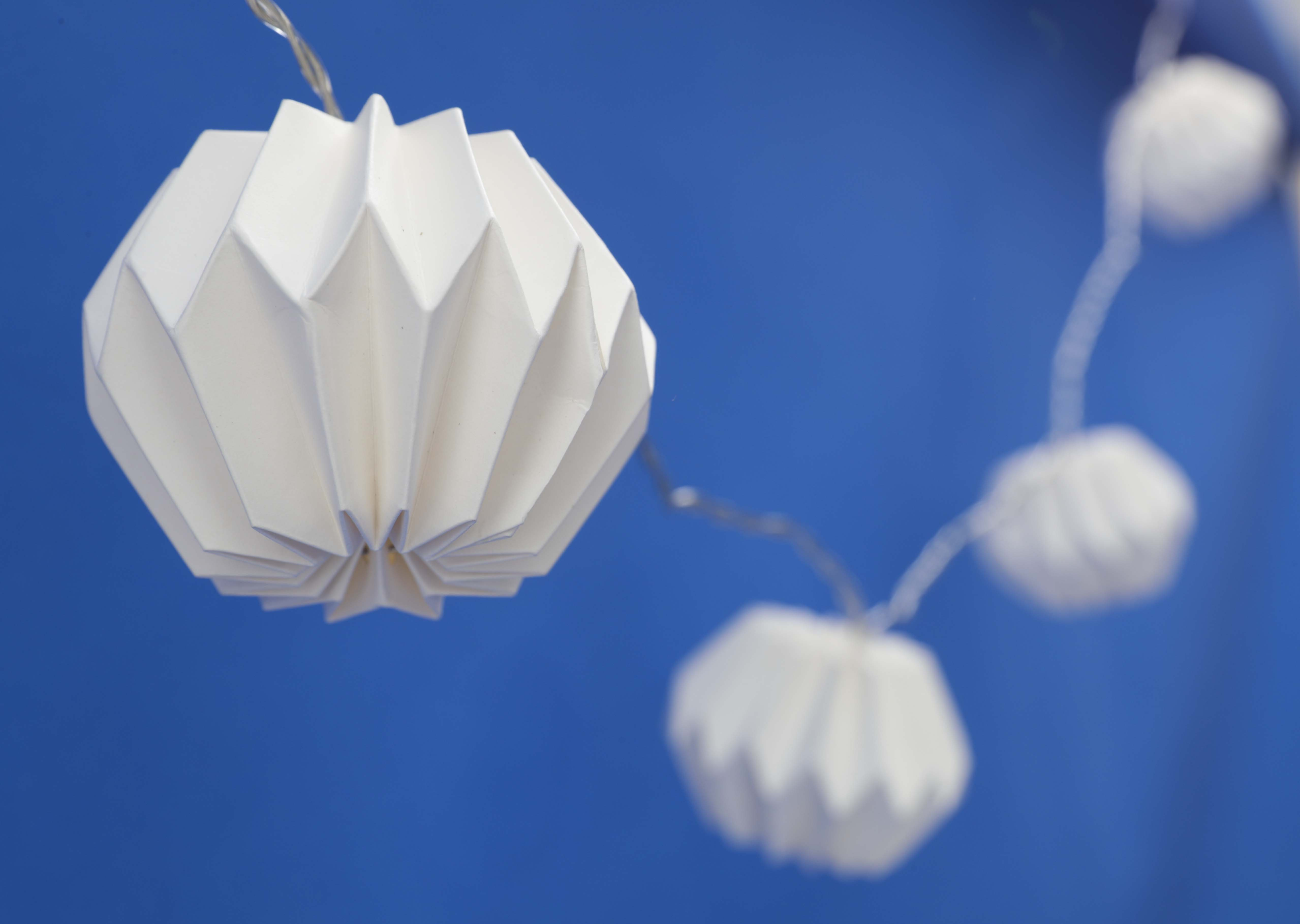 Guirnaldas con luces para exterior, de Bed, Bath and Beyond (Foto Wanda Liz Vega)