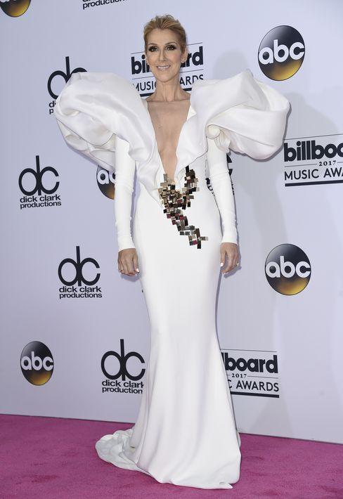 Celine Dion con vestido de Stephane Rolland.