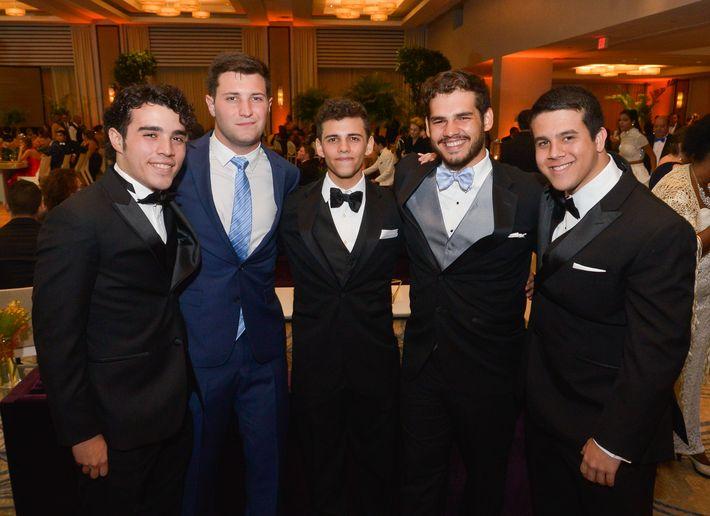 Antonio Ramos, Alexander Díaz, Andrés Giménez, Saulo Giménez y José Robles, en el Prom Night de Robinson School en el hotel Caribe Hilton.