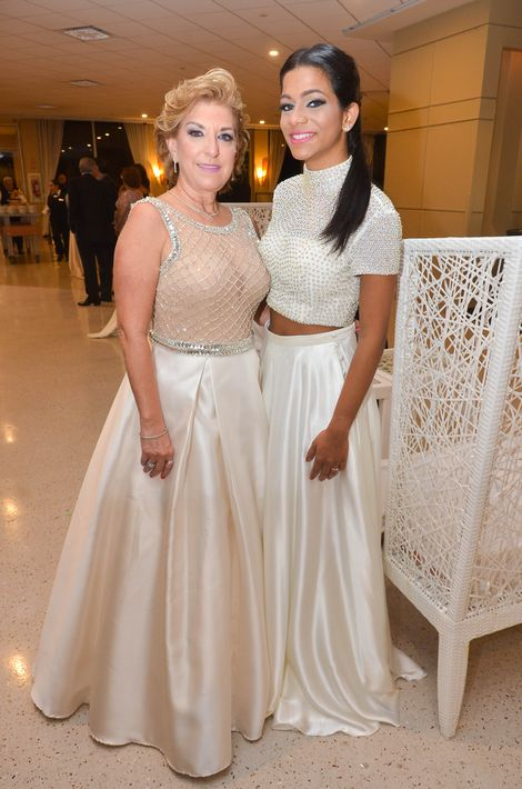 Idalia Quijano y Sofía Fontanet, en el Prom Night de Robinson School en el hotel Caribe Hilton.
