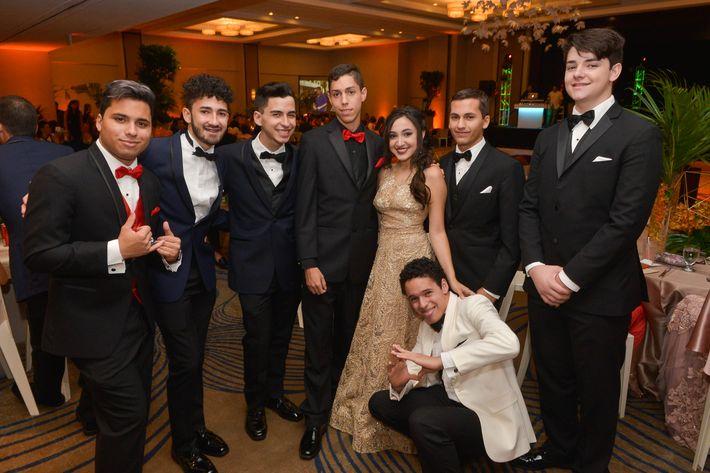 Wilson Torres, Ricardo Sánchez, Juan Rivera, Mario Cardona, Laura Burgos, José Ramírez, Ricardo Sosa y Emilio Tomé, en el Prom Night de Robinson School en el hotel Caribe Hilton.