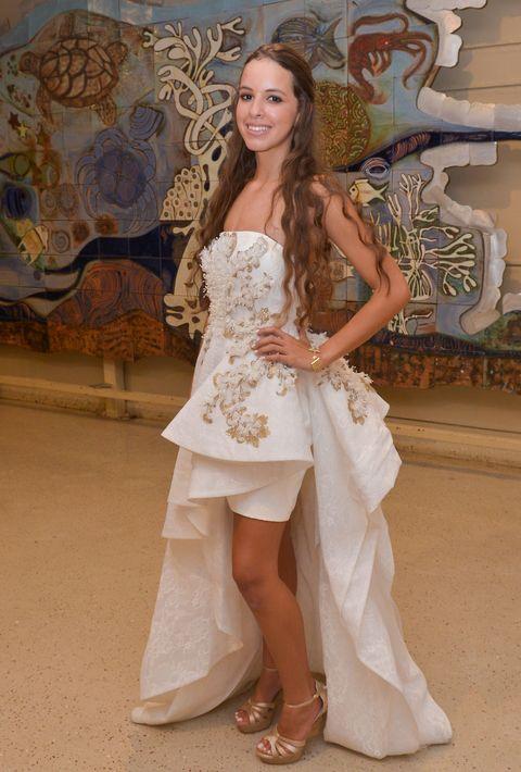 Claudia Ouviña en el Prom Night de Robinson School en el hotel Caribe Hilton.