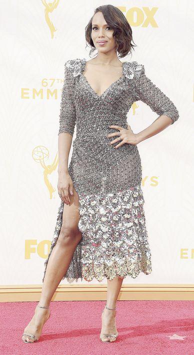 2015 - En los premios Emmy lució un vestido midi, de Marc Jacobs.