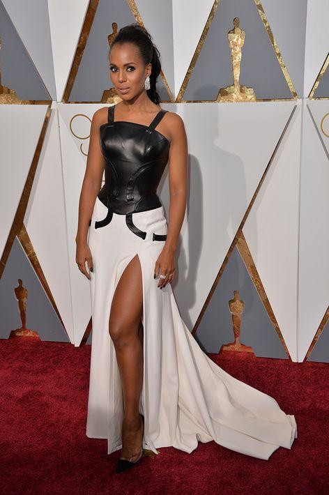 2016 - De blanco y negro Versace vistió para los premios Oscar.