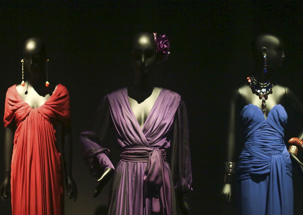Entre 1953 y 1960 trabajó para la casa de moda Christian Dior, haciéndose cargo de ésta en 1957, cuando muere su creador. (Foto: AP)
