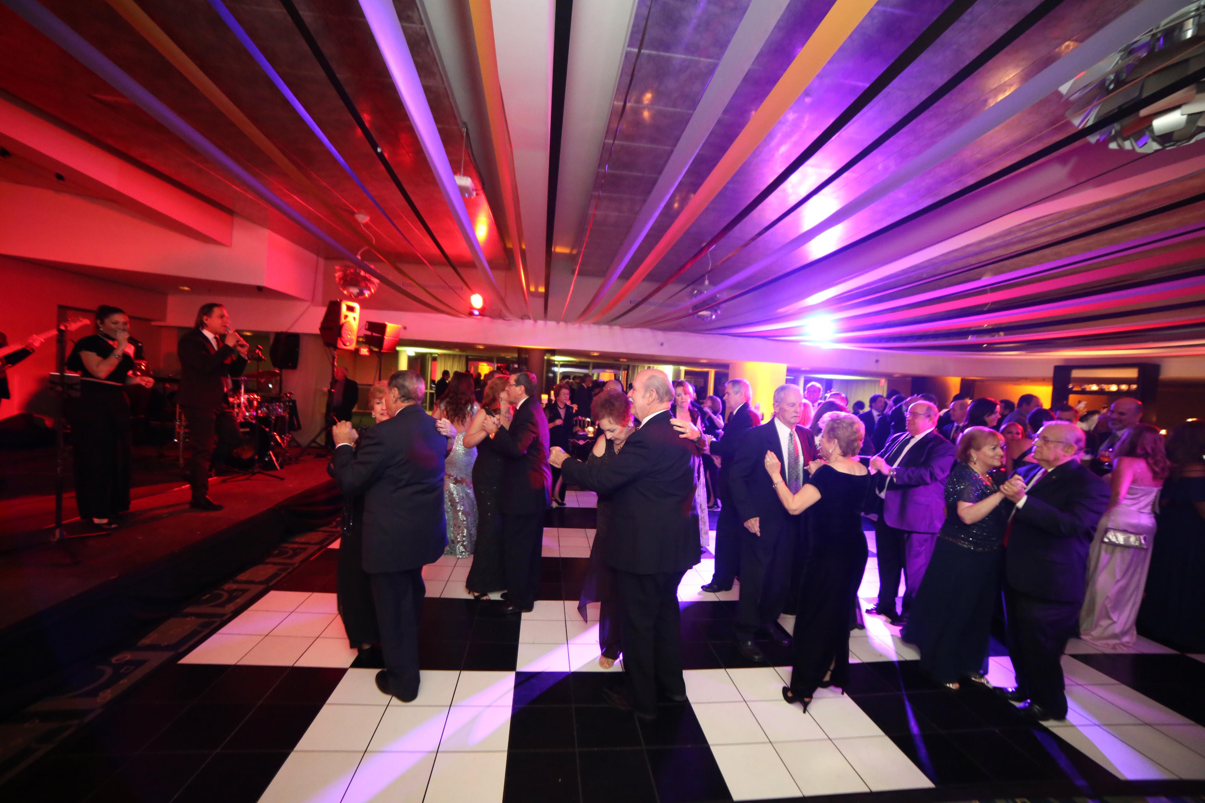 Los invitados bailaron con el dj Big J y Cuenta Regresiva. Foto: José R. Pérez Centeno.