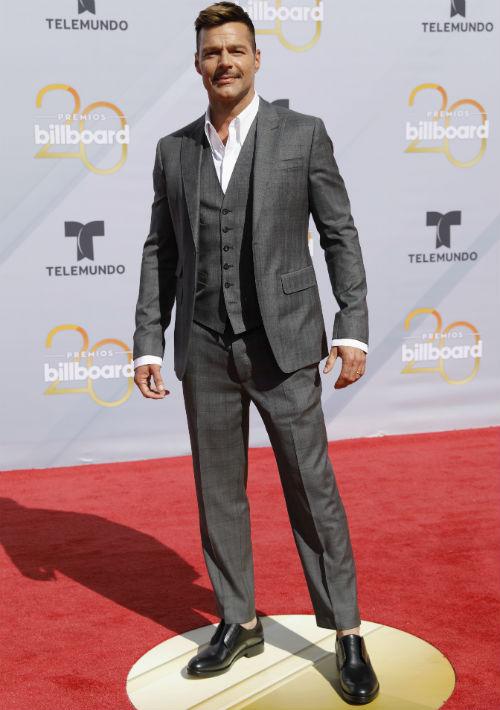 Como siempre, el astro boricua Ricky Martin dio cátedra de estilo y buen gusto con un conjunto de chaqueta, chaleco y pantalón en tono gris. (Foto: AP)