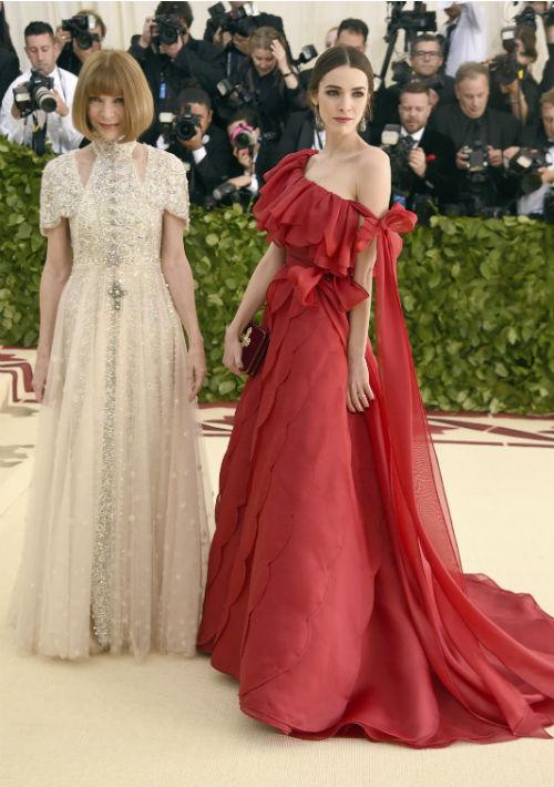 La anfitriona del evento y editora de la revista Vogue, Anna Wintour junto a su hijan Bee Shaffer (AP)