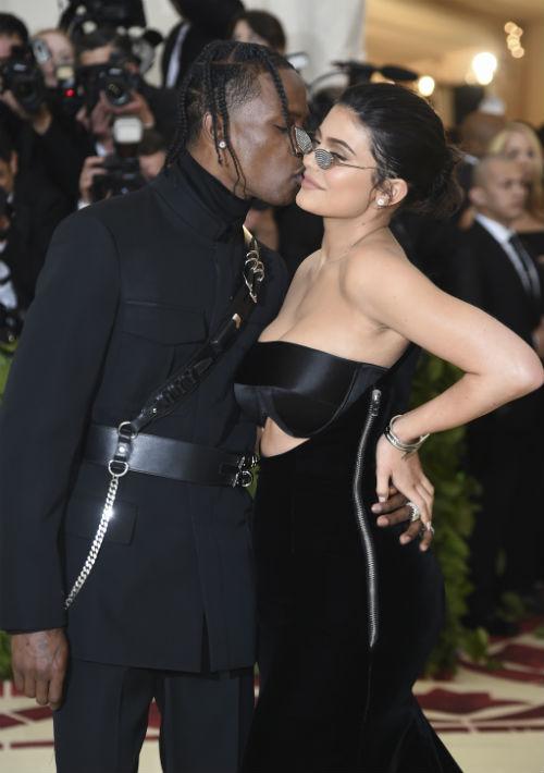 Kylie Jenner y Travis Scott (AP)