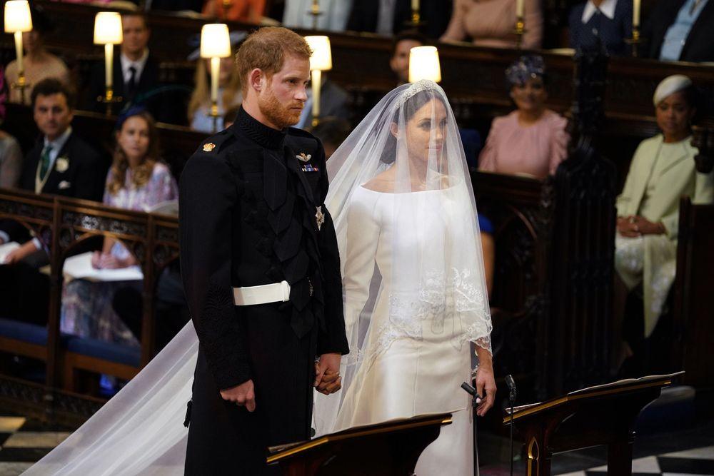 El príncipe Harry y Meghan Markle momentos antes de hacer sus votos. (UK Pool/Sky News via AP)