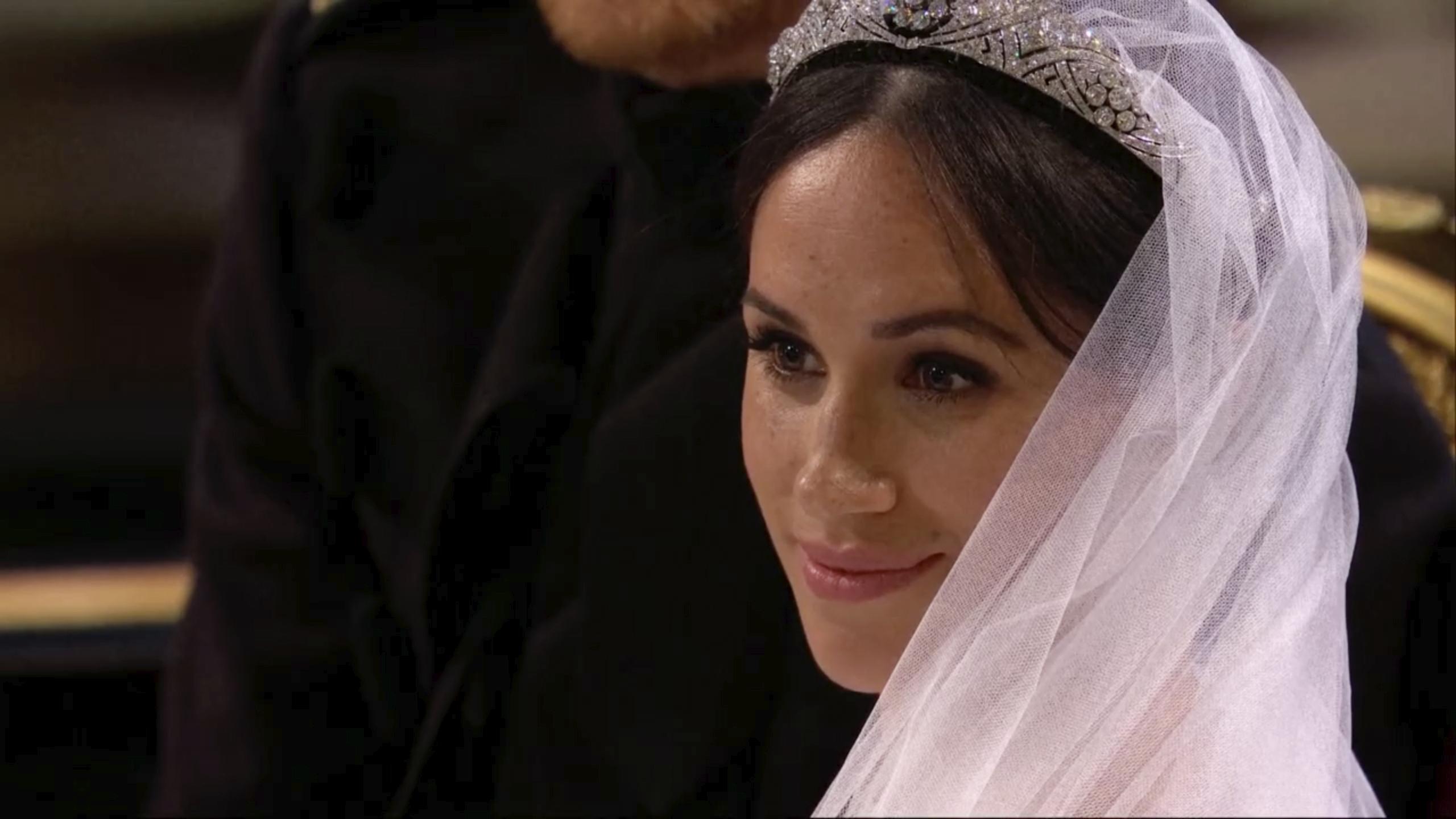 Bellísima, Meghan lució la tiara de filigranas de la reina Mary. (Foto: AP)