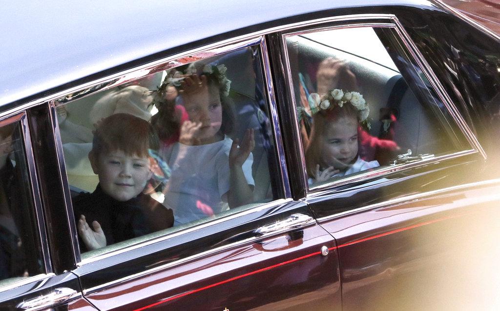 Los niños de la boda: los pajes y damitas de honor llegaron pocos minutos antes de las 12 del Reino Unido a la capilla. (Foto: AP)