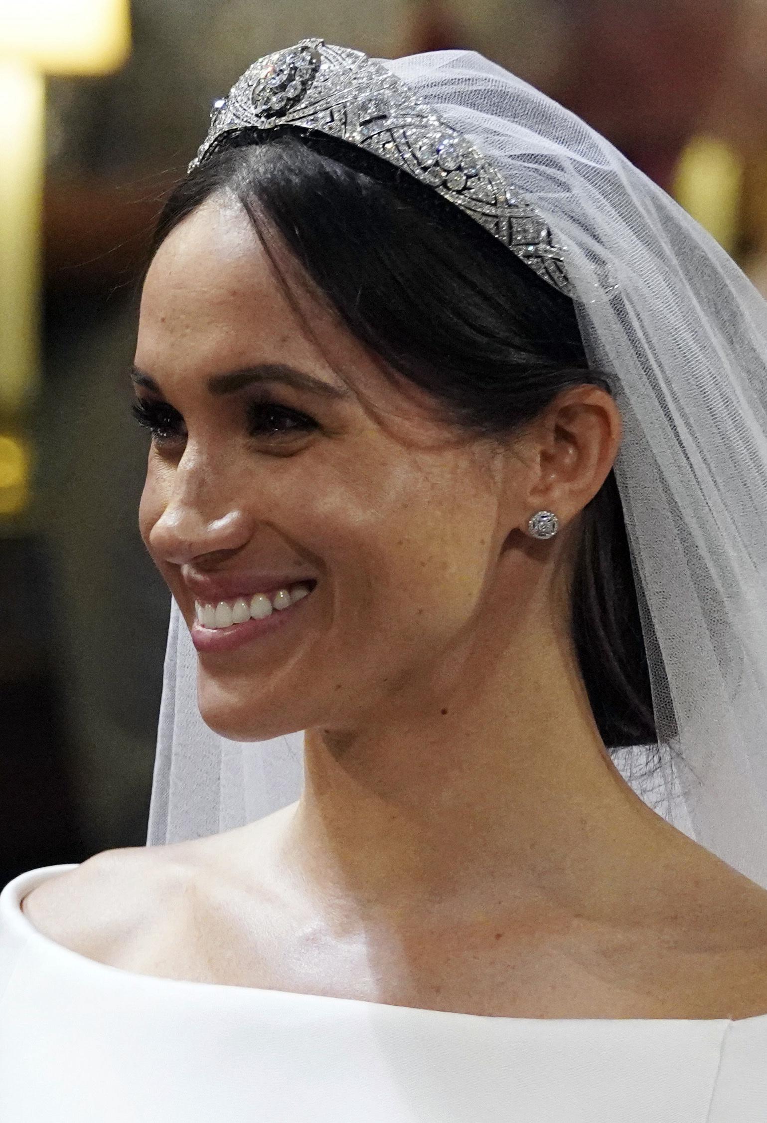 Con la sonrisa a flor de piel, Meghan Markle demostró la felicidad que sintió en el día más importante de su vida. (Foto: AP)