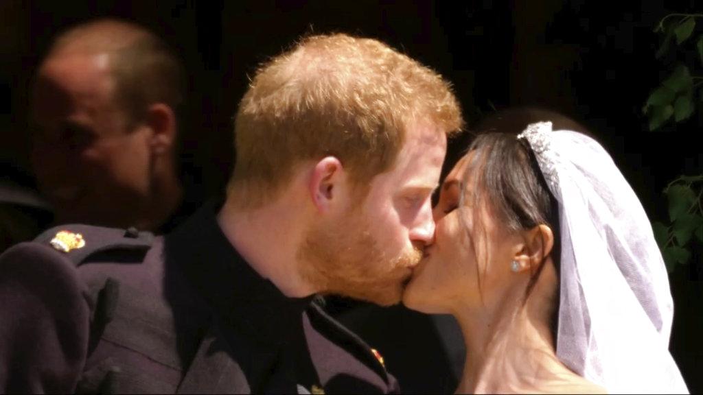 El momento más esperado: el beso de los novios. (Foto: AP)