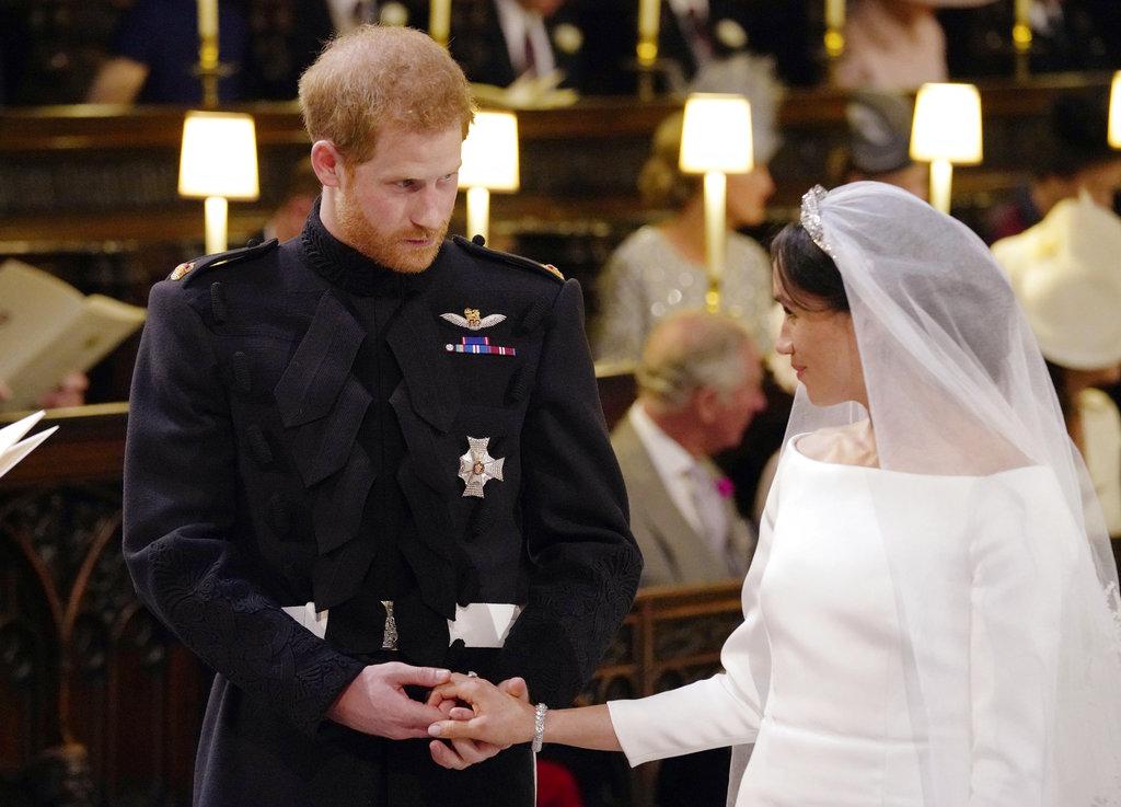 """""""Meghan te doy este anillo como un símbolo de nuestro matrimonio"""", le dijo Harry a su prometida. (Foto: AP)"""
