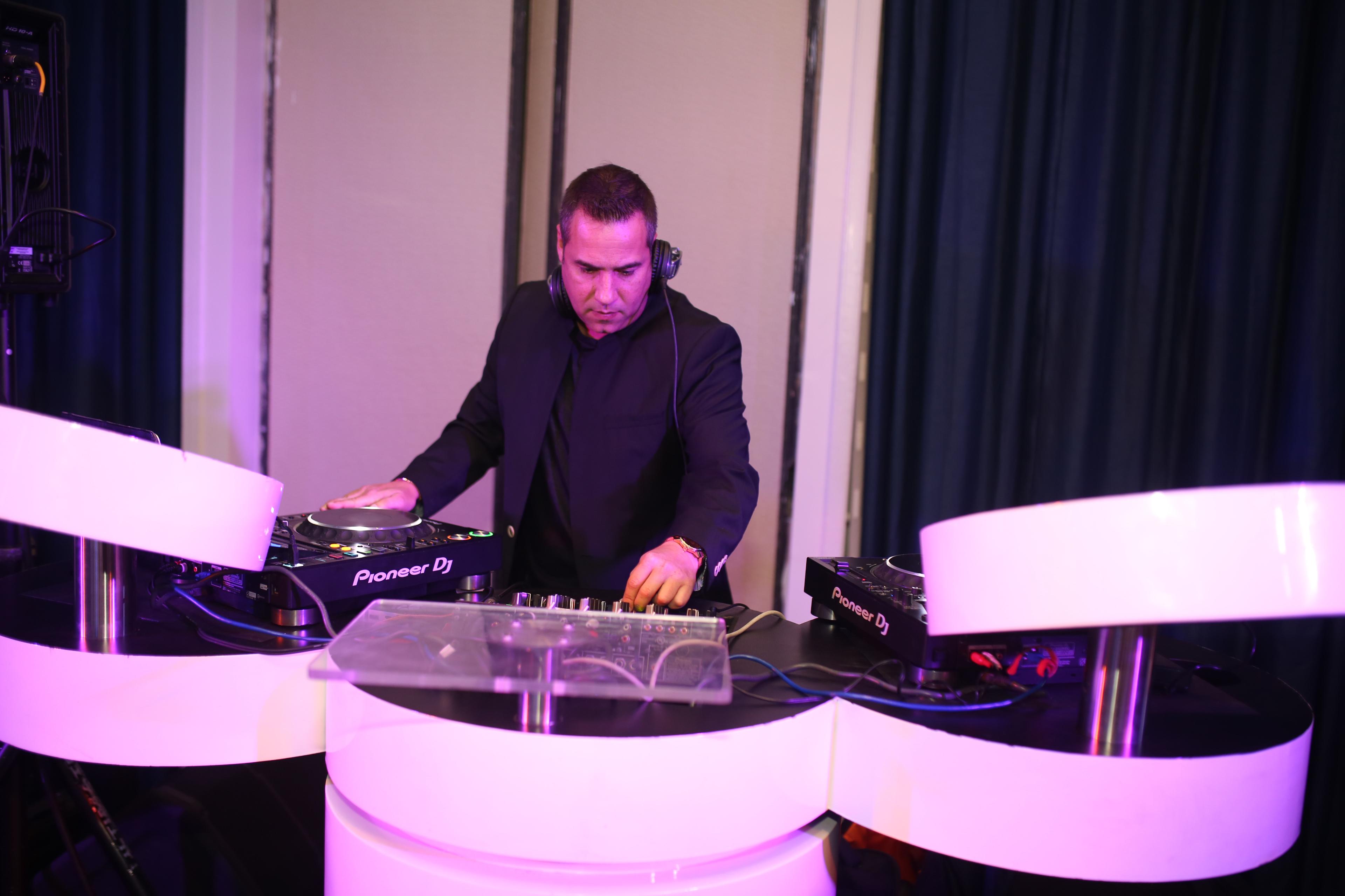 La música estuvo a cargo del DJ Iván Robles. Foto José R. Pérez Centeno.