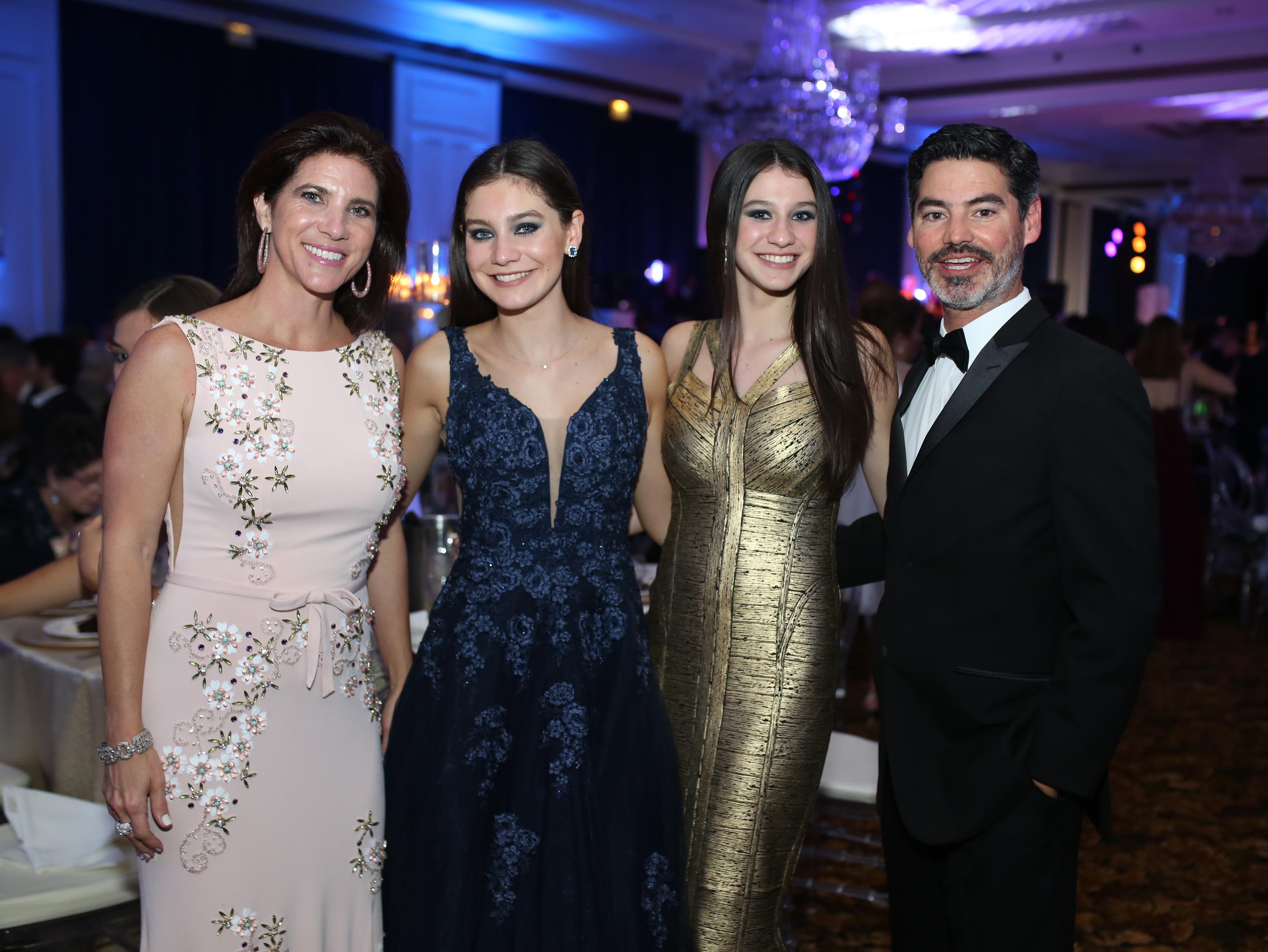 Michelle Fuentes, Adriana, Cecilia y Angel Alonso. Foto José R. Pérez Centeno.