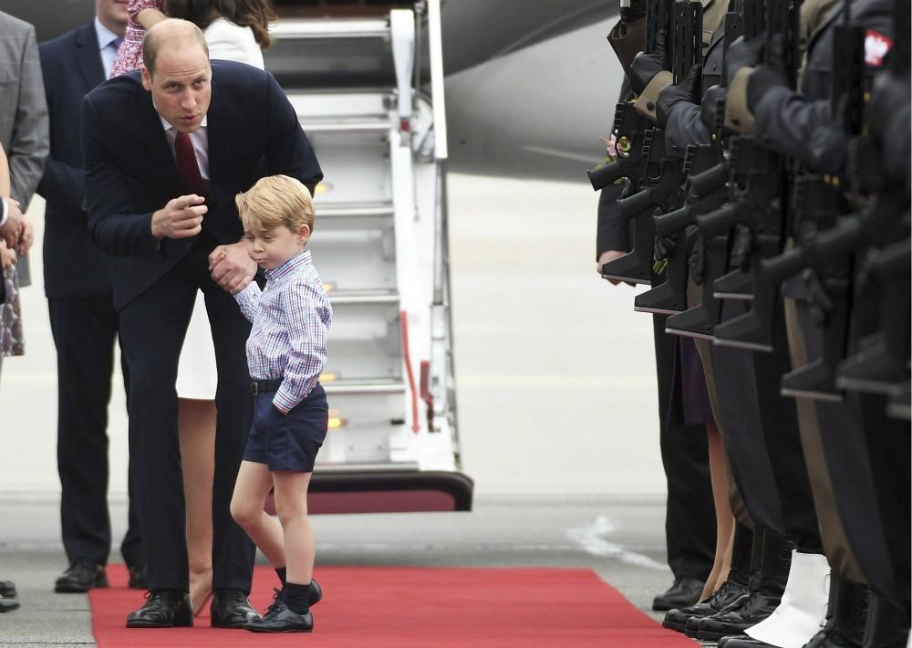 El príncipe George ha captado la atención en varias ocasiones, pues ha despertado la ternura dentro de los seguidores de la familia real.  (Foto: AP)