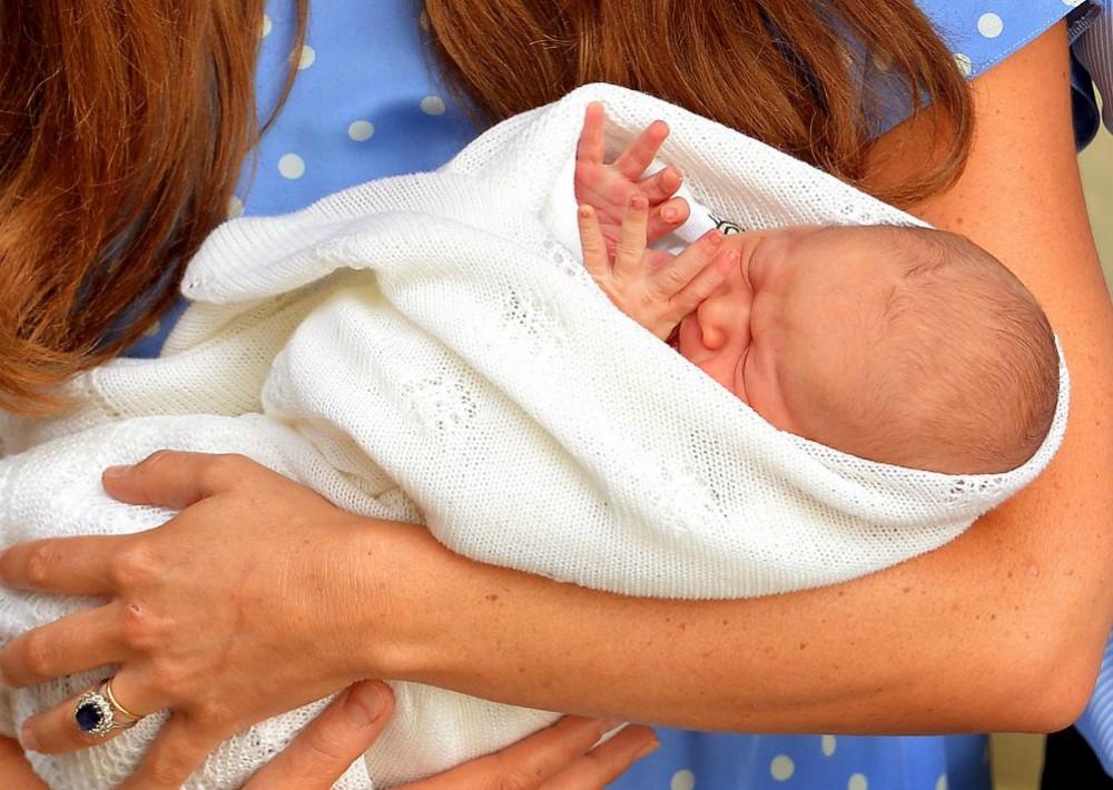 El príncipe George nació el 22 de julio de 2013 en el Hospital St. Mary en Londres. (Foto: AP)
