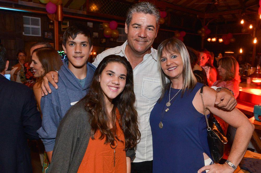 José, Camila y Tito Meléndez junto a Sandra Maldonado. (Foto: Enid M. Salgado Mercado)