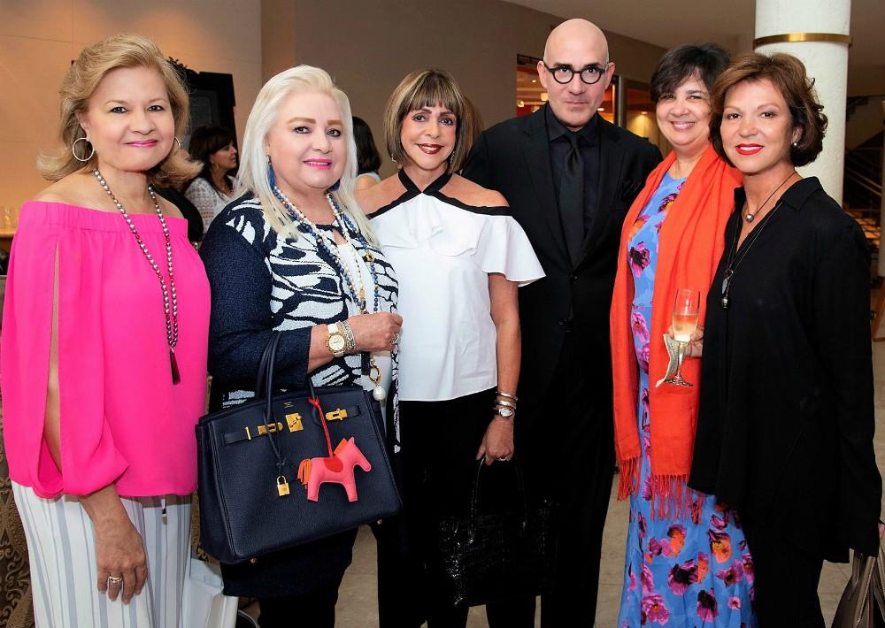 Mildred Rivera, Vivian Freije, Marisita Cortés, Adrián Villeta, Janet Santos y María Fernanda Levis.