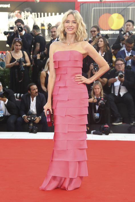 """En la ceremonia de apertura, Naomi Watts se decantó por un vestido """"strapless"""" en un rosa subido, de Armani Privé. (Foto: AP)"""