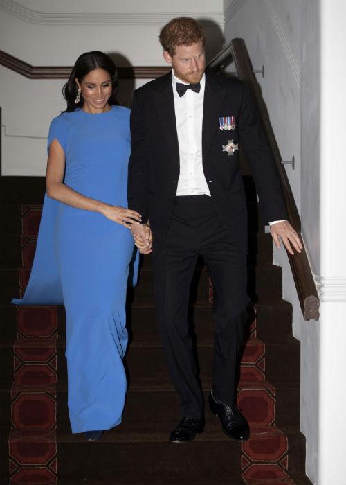 El príncipe Harry y Meghan Markle asistieron a una cena oficial durante el octavo día de su viaje por Australia y el Pacífico sur. (AP)