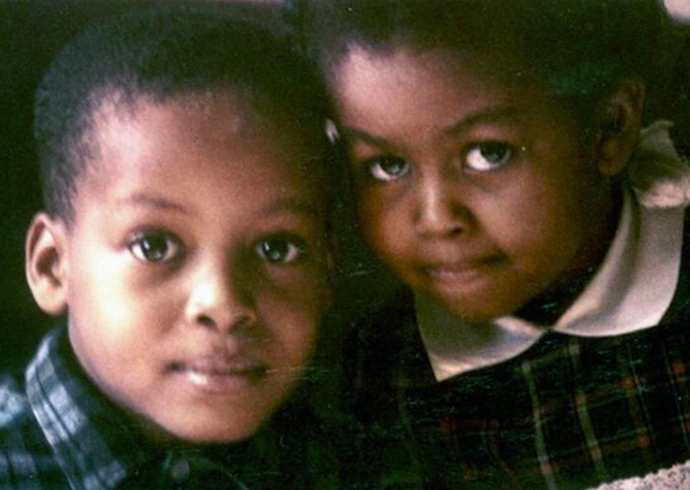 Michelle con su hermano 2 años mayor, Craig Robinson.