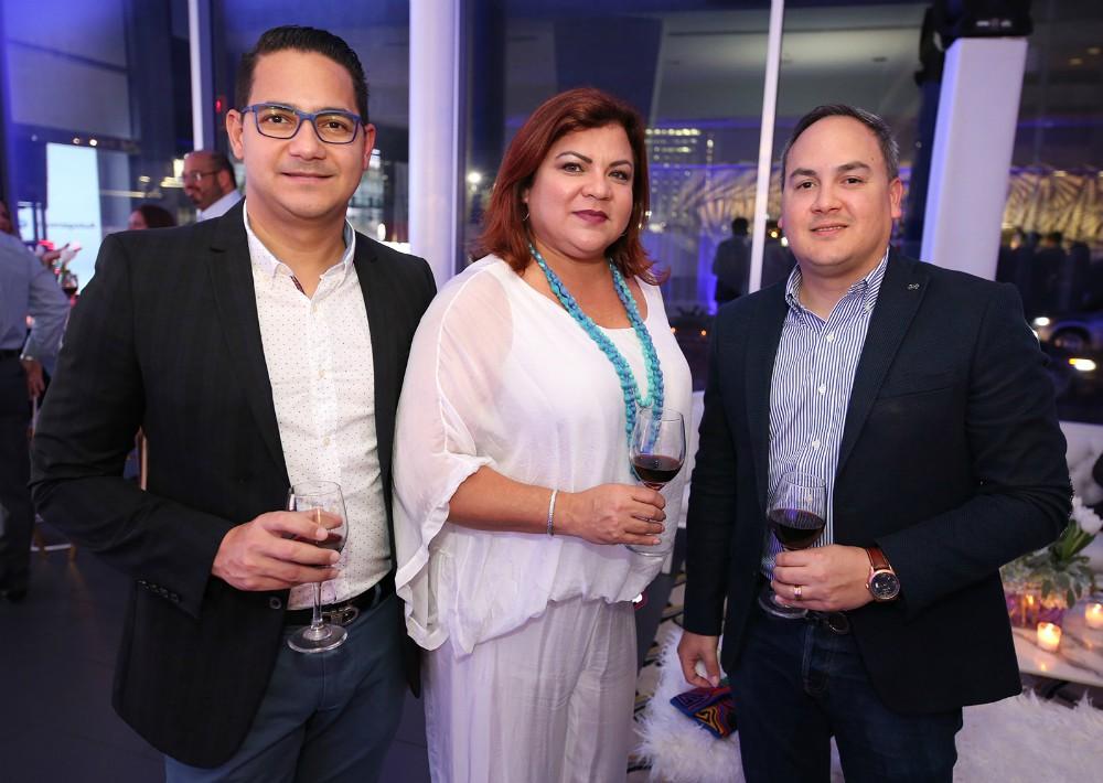 Lawrence González, Adalys Cintrón y Jemssy Méndez. (José R. Pérez Centeno)