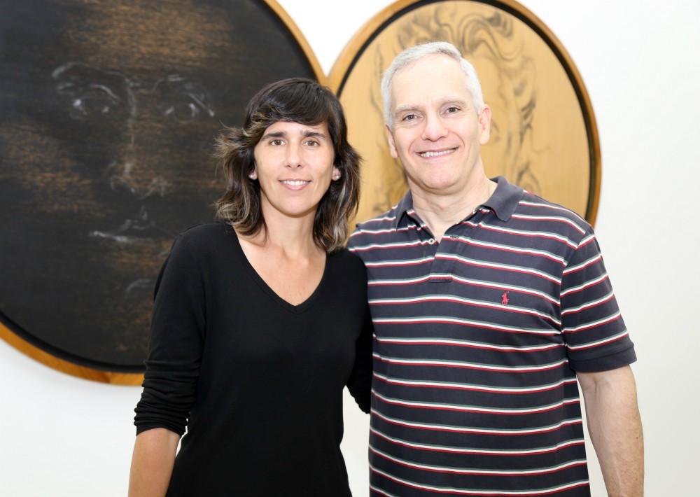 La velada también sirvió para celebrar el cumpleaños número 80 del artista. En la foto, Rosario Fernández y Jaime Oller.  (Foto Nichole Saldarriaga)