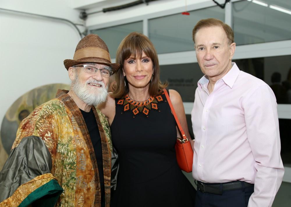 Antonio Martorell, Cyd Marie Flemming y  Atilano Cordero celebran la apertura de la exhibición.  (Foto Nichole Saldarriaga)