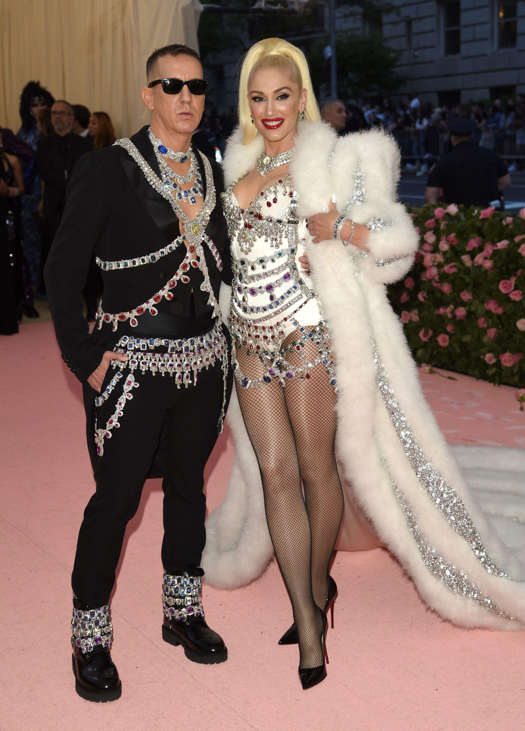 El diseñador Jeremy Scott y la cantante Gwen Stefani. (AP)