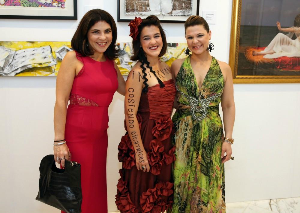 Camelia, Nina y Claudia Méndez disfrutaron al son de la música de Cuenta Regresiva. (José Rafael Pérez Centeno)