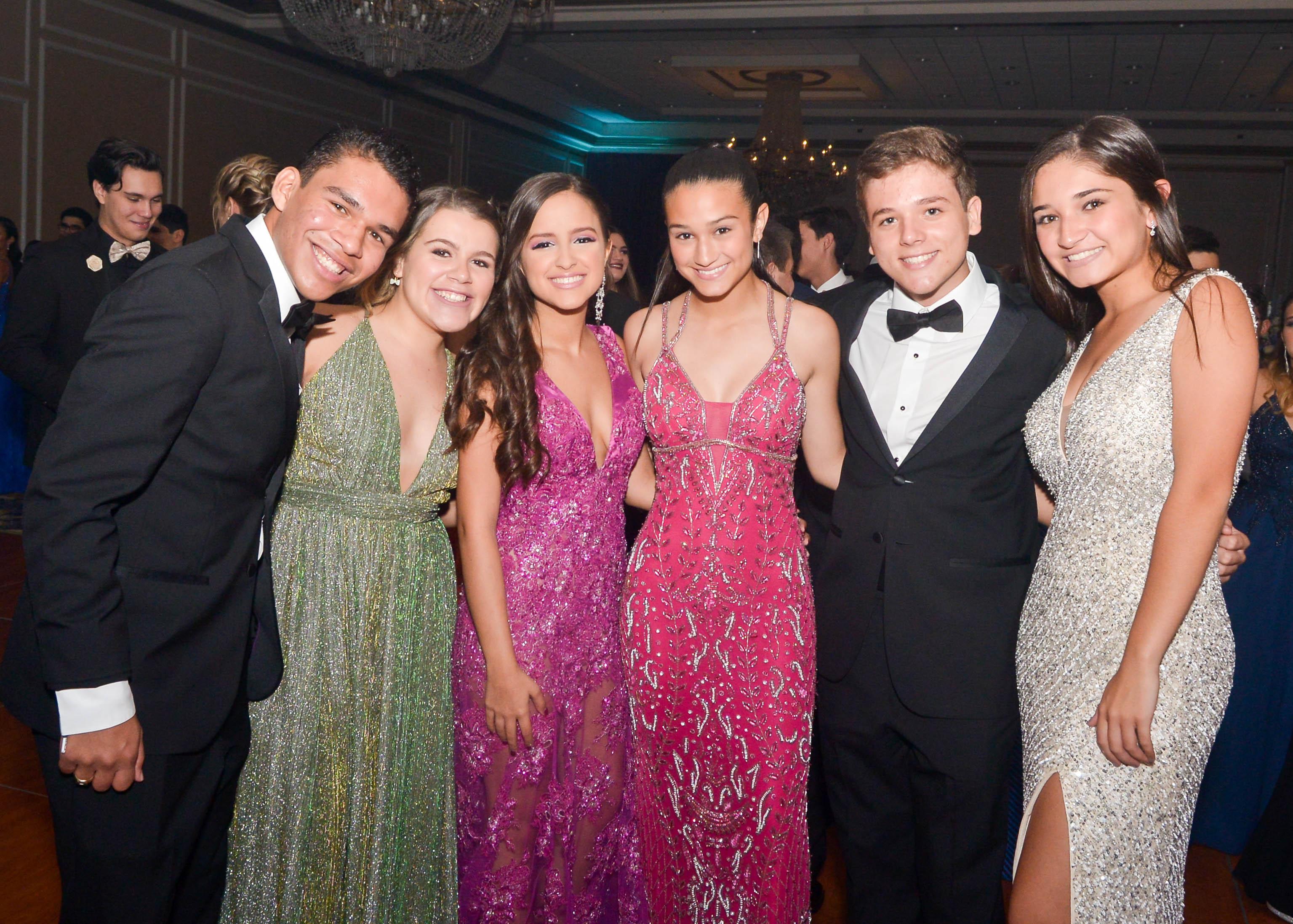 Raúl Mariani, Paula Rodríguez, Laisa Gastaliturris, Andrea Cabrera, Ricardo Mercado y Ariana Cabrera. Foto Enid M. Salgado Mercado.