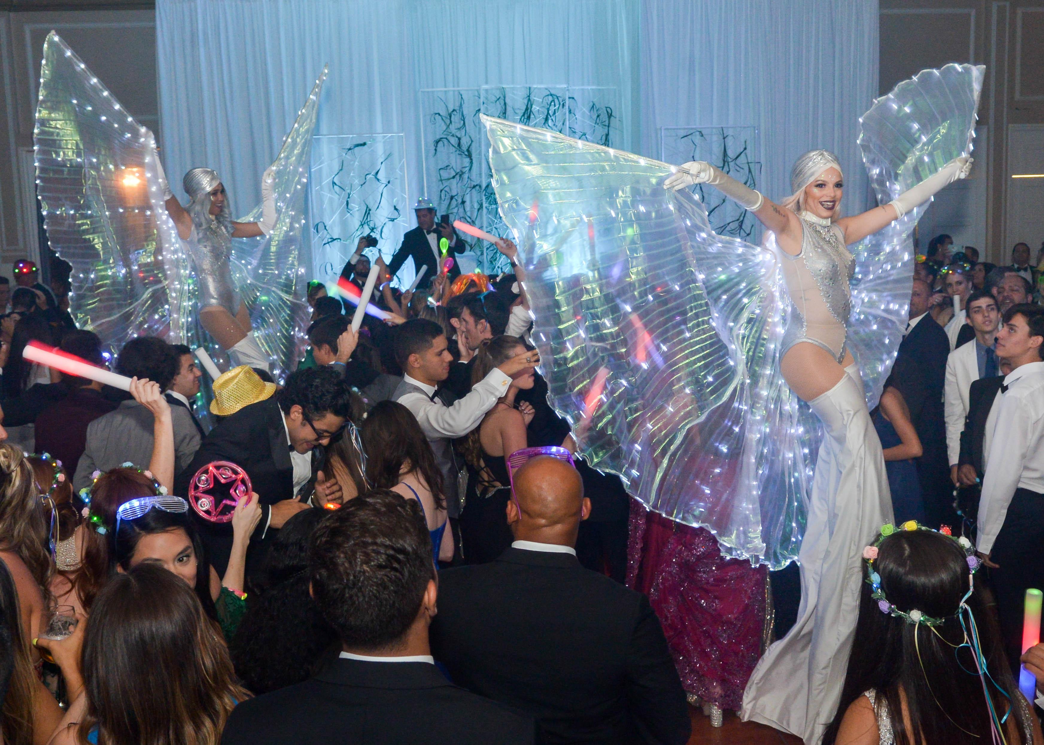 Vista del ambiente festivo carnavalesco en el Senior Prom de Robinson School en El San Juan Hotel. Foto Enid M. Salgado Mercado.