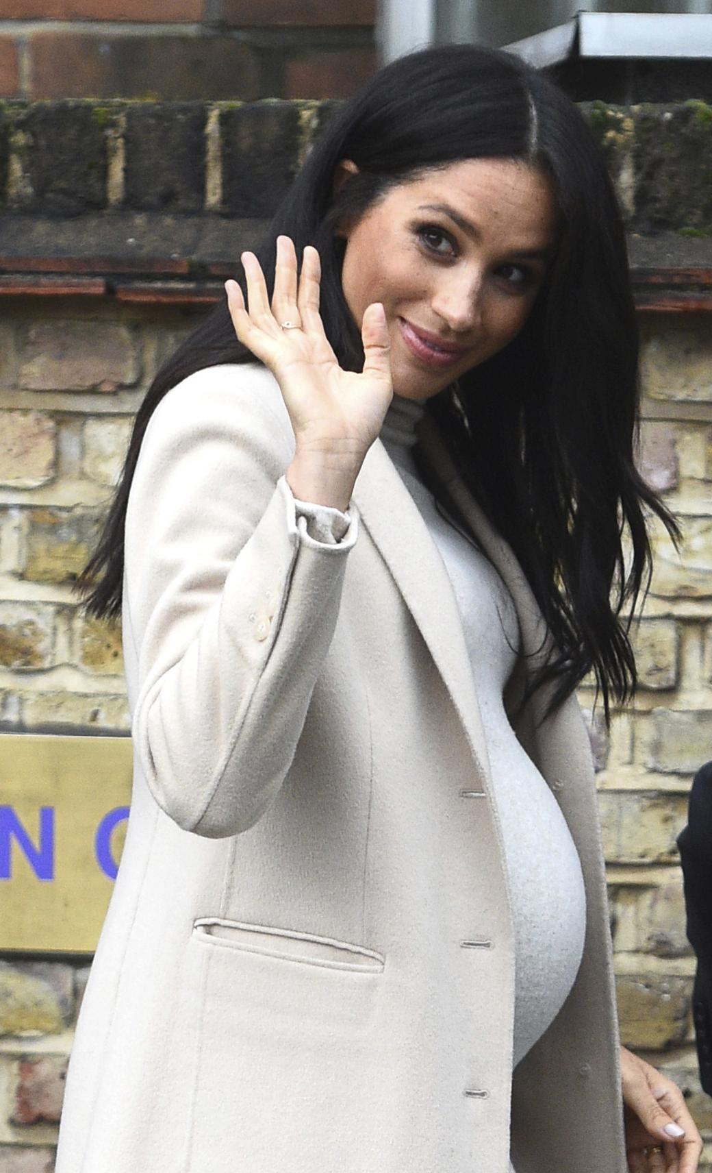 Luego de que Doria Raglan, madre de Meghan, se mudara a Londres y surgieran varios rumores de un posible embarazo, el 15 de octubre de 2018 se anunció que los duques de Sussex esperaban a su primer hijo. (Archivo)